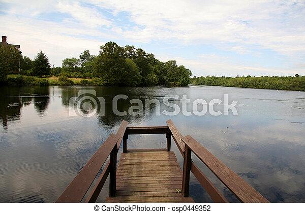 夏, 桟橋, 湖, 時間 - csp0449352