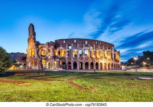 夕闇, ローマ, 照らされた, colosseum - csp76183943