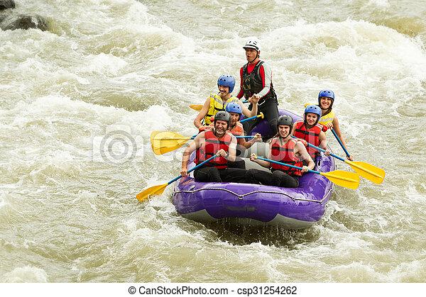 多数, whitewater の いかだで運ぶこと, 旅行, 家族 - csp31254262