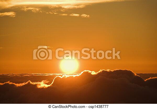 太陽, 上に, 上昇, clouds. - csp1438777