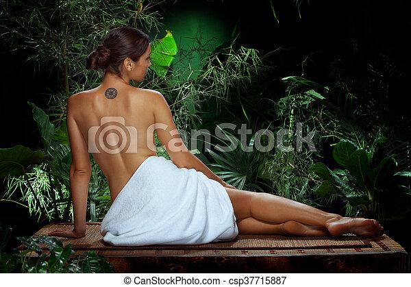 女の子, ジャングル - csp37715887
