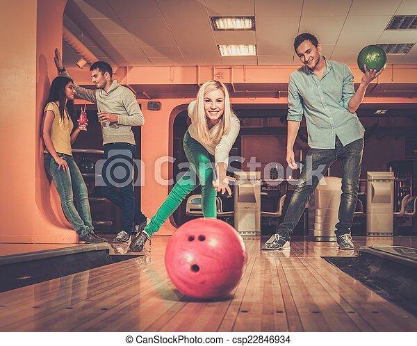 女の子, ボール, 投げるクラブ, ボウリング, 微笑, ブロンド - csp22846934