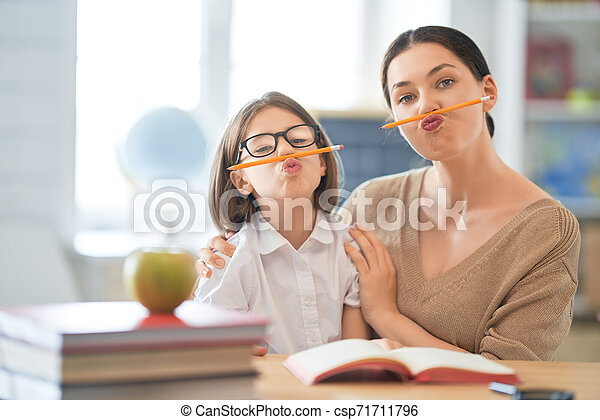 女の子, 教師, classroom. - csp71711796