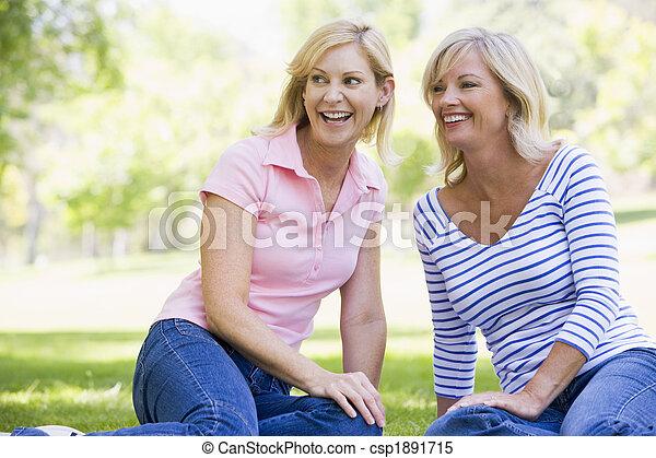 女性, 微笑, 屋外で, 2, モデル - csp1891715
