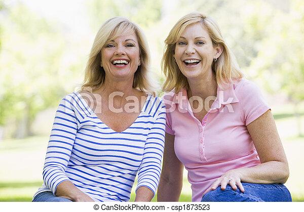 女性, 微笑, 屋外で, 2, モデル - csp1873523