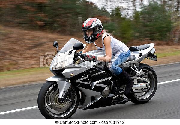 女, オートバイ, スピード違反. ...
