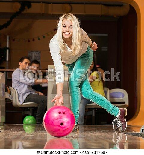 女, 人々, 投げる, 監視, 若い, ボール, ブロンド, ボウリング - csp17817597