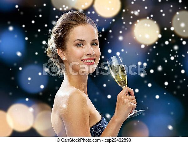 女, 光っていること, ガラス, 保有物, 微笑, ワイン - csp23432890