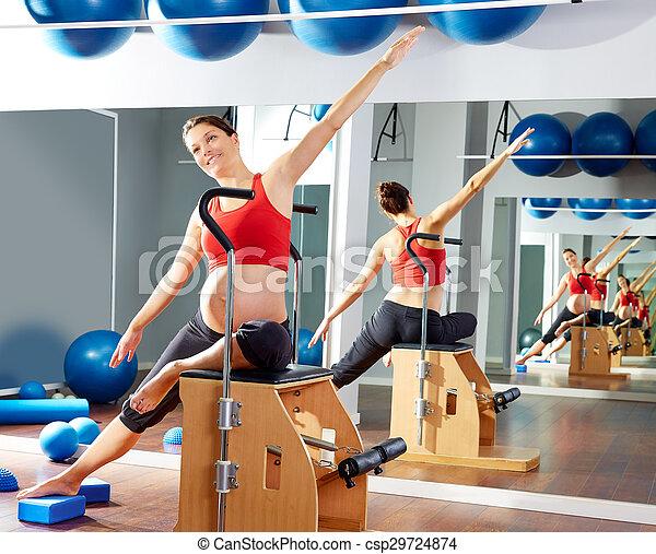 女, 妊娠した, 伸張, pilates, 側, 練習 - csp29724874