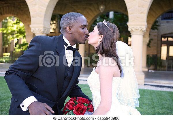 女, 恋人, interracial, 接吻, 結婚式, 人 - csp5948986