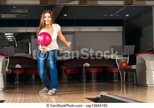 女, 若い, 気持が良い, ボール, ボウリング, 投球 - csp13944193