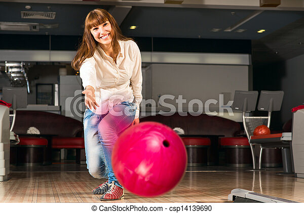女, 若い, 気持が良い, ボール, ボウリング, 投球 - csp14139690