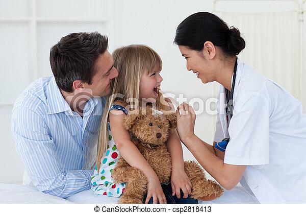 她, 醫生, 檢查, patient\'s, 女性, 咽喉 - csp2818413
