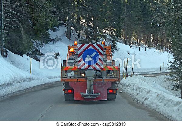 妨げなさい, 市の, 山, システム, 氷, スプレッダー, 道, トラック, 塩, 形成 - csp5812813