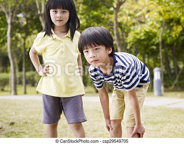 姉妹, アジア人, 兄弟 - csp29549705