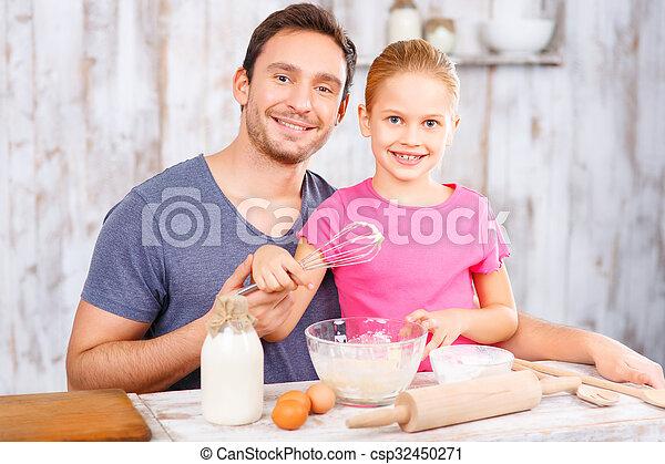 娘, 一緒に, 父, べーキング, 幸せ - csp32450271