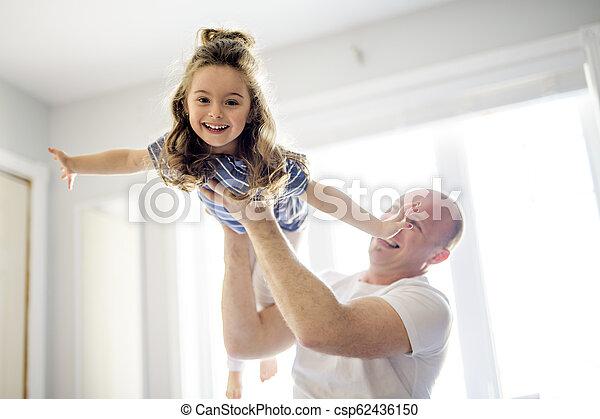 娘, 父, 一緒に, ベッド, 楽しみ, 持つこと, 幸せ - csp62436150