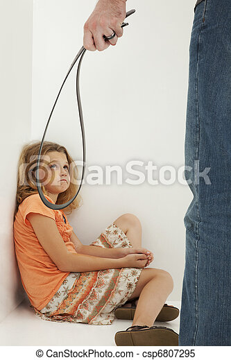 娘, 父, 濫用, 叫ぶこと, 子供, 傷つけられる - csp6807295