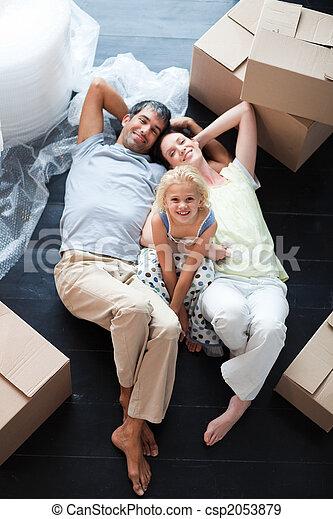 娘, 箱, 床, 親, たくさん - csp2053879