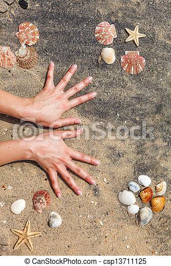 婦女, 年輕, 修指甲, 手 - csp13711125