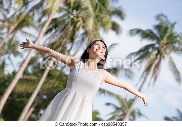 婦女, 提高, 年輕, 她, 武器 - csp38540357
