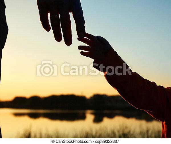 子供, シルエット, 親, 手 - csp39322887