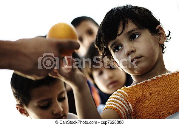 子供, 避難者キャンプ, 空腹, ∥ディ∥ - csp7628888