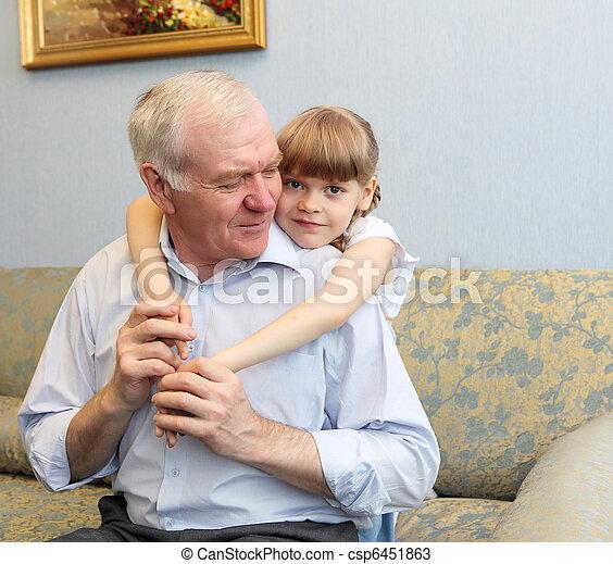 孫娘, 抱き合う, 祖父 - csp6451863
