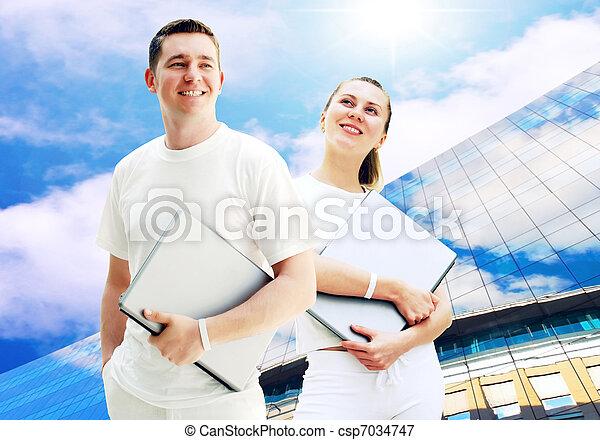 學生, 商業界人士, 年輕, 二, 筆記本電腦, 背景, 對, 或者, 愉快 - csp7034747