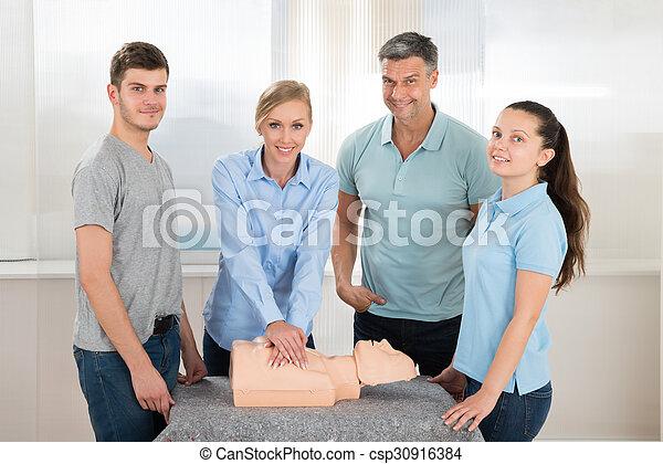 學生, 實踐, cardiopulmonary 复活 - csp30916384