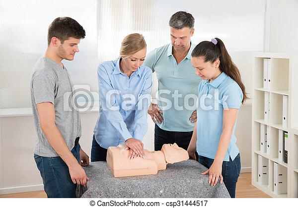 學生, cardiopulmonary 复活, 學習 - csp31444517