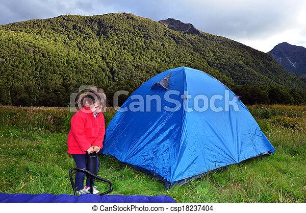 家族のキャンプ - csp18237404