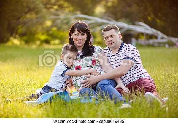 家族, 妊娠した, 息子, 父, 母, 肖像画, 幸せ - csp39019435