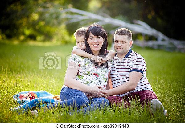 家族, 妊娠した, 息子, 父, 母, 肖像画, 幸せ - csp39019443