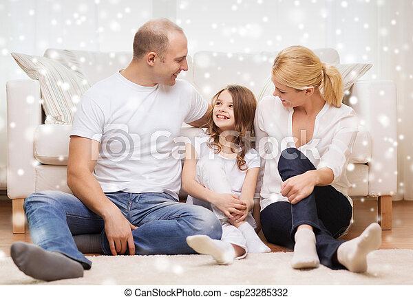家, わずかしか, 親, 微笑の女の子 - csp23285332