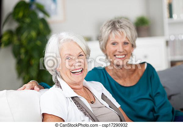 家, シニア, 笑い, 弛緩, 女性 - csp17290932