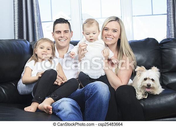 家, ソファー, ペット, 家族, 座りなさい - csp25483664