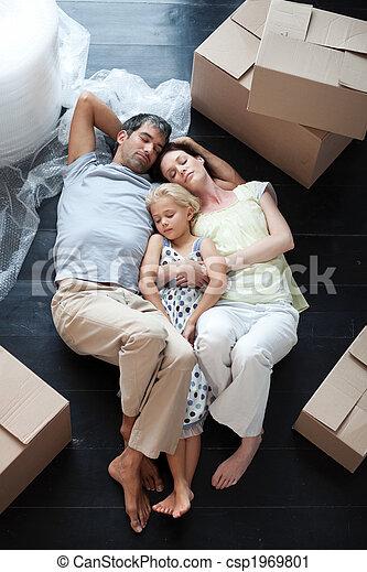 家, 床, あること, 購入, 後で, 家族 - csp1969801