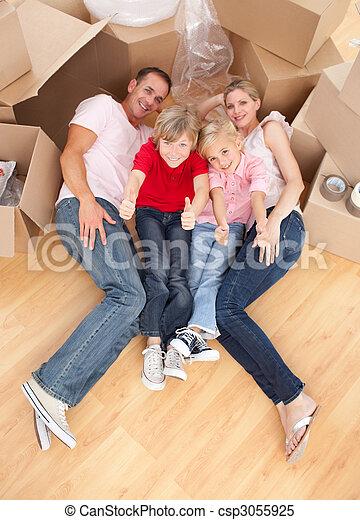 家, 床, ∥(彼・それ)ら∥, 新しい, あること, 家族, 幸せ - csp3055925