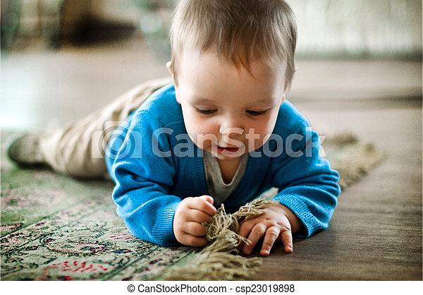 家, 男の子, わずかしか, 遊び, 床 - csp23019898