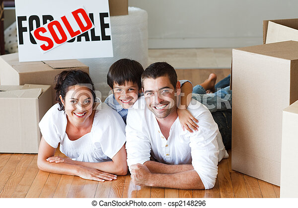 家, 箱, 床, あること, 購入, 後で, 家族, 幸せ - csp2148296