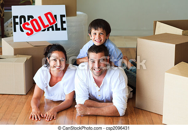 家, 箱, 床, ∥(彼・それ)ら∥, 新しい, あること, 家族 - csp2096431