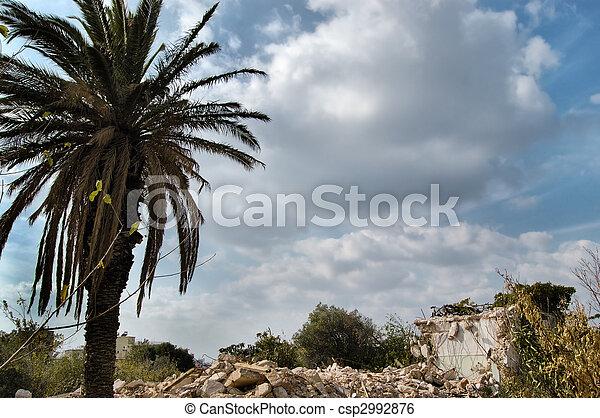 家, demolished - csp2992876
