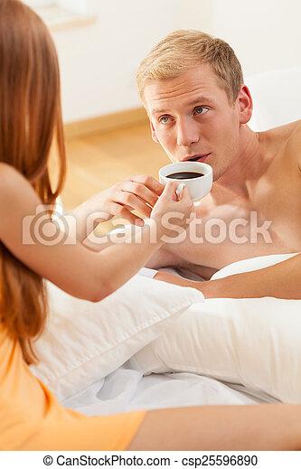 寄付, コーヒー, 女 ベッド, 人 - csp25596890