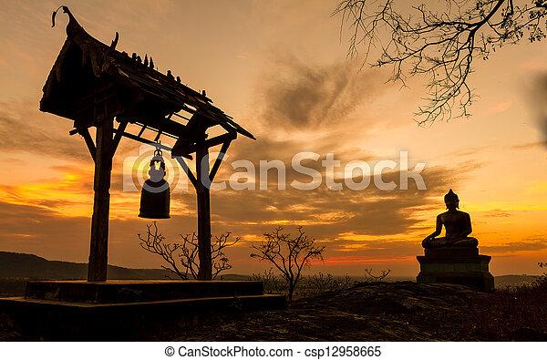 寺院, thailand., 日没, 仏, 像, saraburi, phrabuddhachay - csp12958665