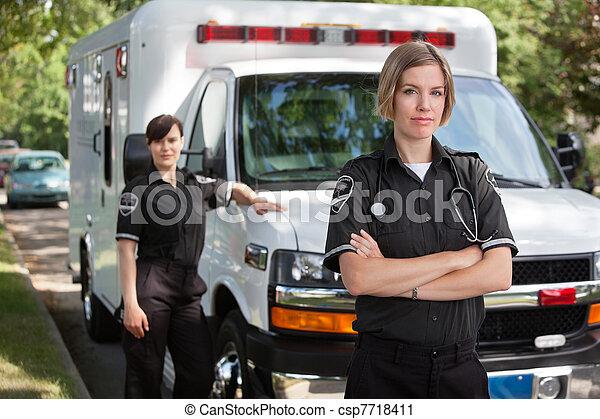 專業人員, 醫學的緊急情況 - csp7718411