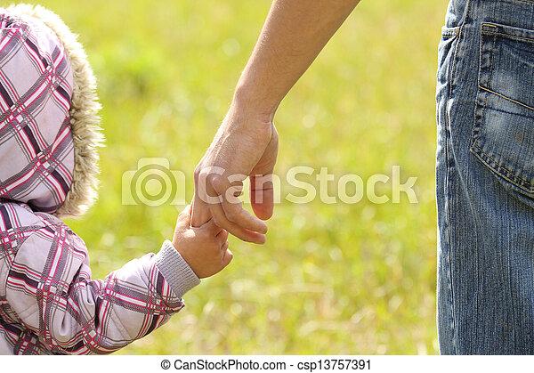 小さい子供, 手掛かり, 親, 手 - csp13757391