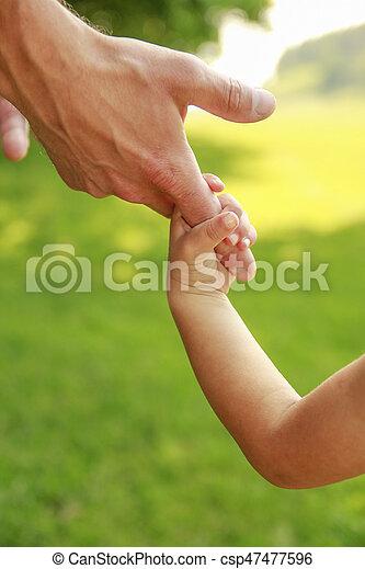小さい子供, 手掛かり, 親, 手 - csp47477596