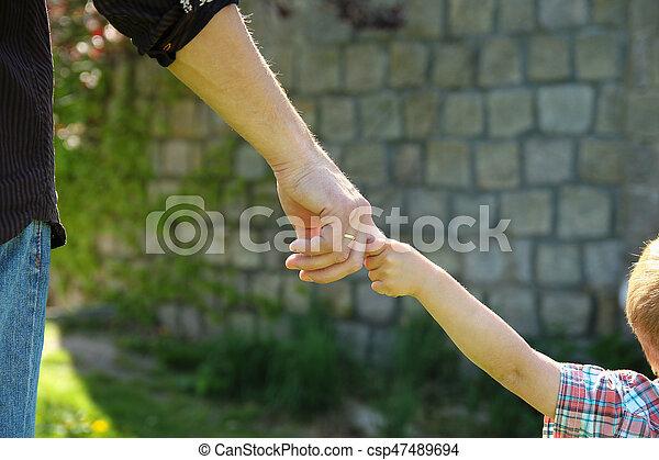 小さい子供, 手掛かり, 親, 手 - csp47489694