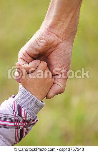 小さい子供, 手掛かり, 親, 手 - csp13757348